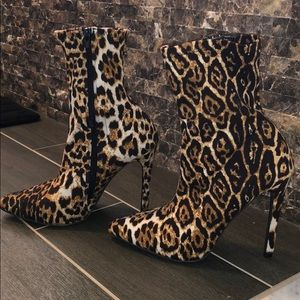 Leopard Slightly above heeled ankle booties
